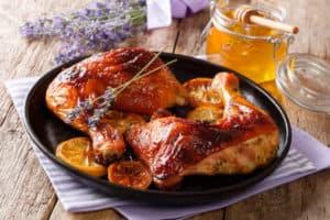 מתכון להכנת עוף צלוי בתערובת דבש ותבלינים